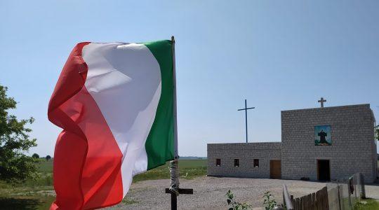 Włoska flaga koło pustelni 22.06.2021